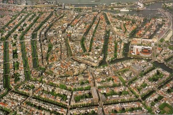 Canais em Amsterdã