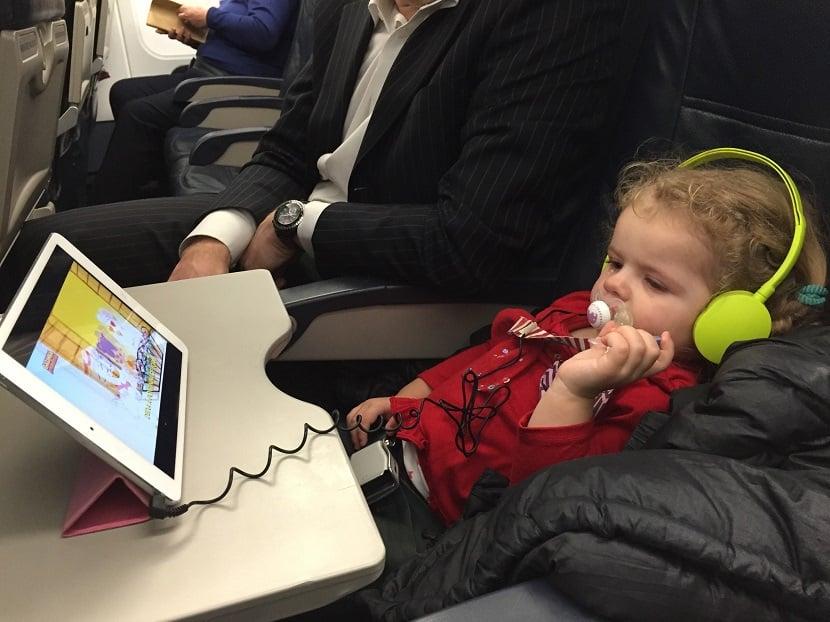 Crianças no avião para Amsterdã