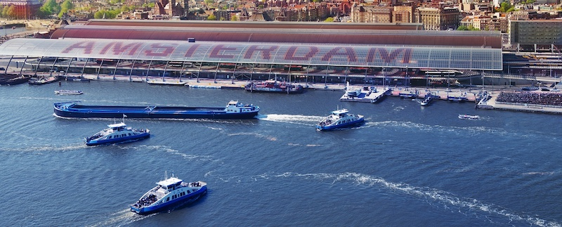 Porto de ferry boat em Amsterdã na Holanda