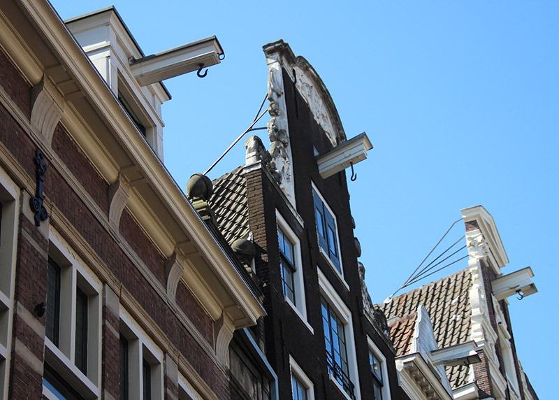 Casas com ganchos em Amsterdã